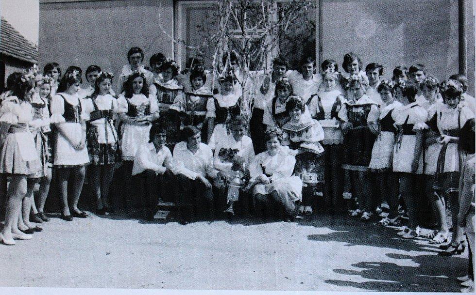 Na organizaci svátku Máje v Tatcích se podílela téměř celá obec.