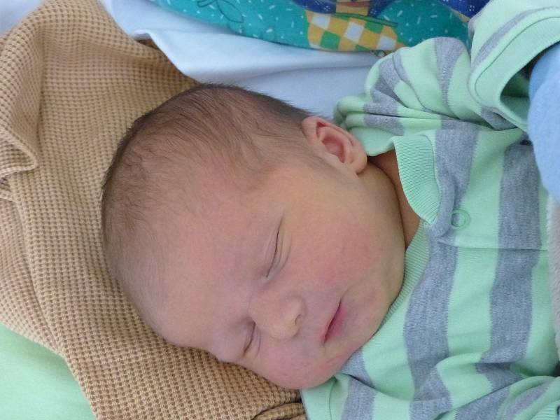 Filip Hruška se narodil 18. září 2021 v kolínské porodnici, vážil 3900 g a měřil 52 cm. Do Korotic odjel s maminkou Michaelou a tatínkem Radimem.