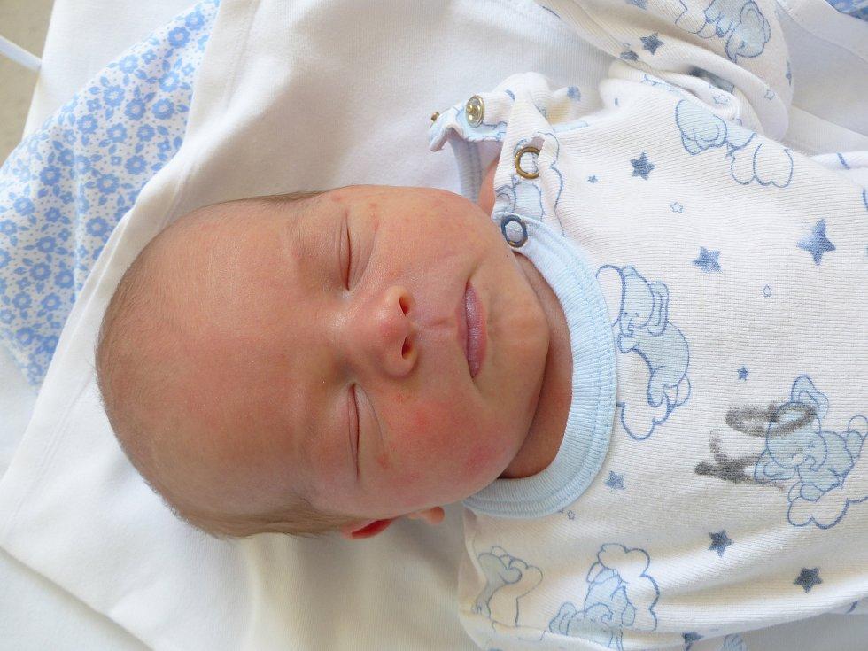 Tobias Čirák se narodil 29. března 2021 v kolínské porodnici,  vážil 3130 g a měřil 49 cm. Do Veletova si ho odvezli sourozenci Martin (9), Viktorie (7) a rodiče Lenka a Martin.