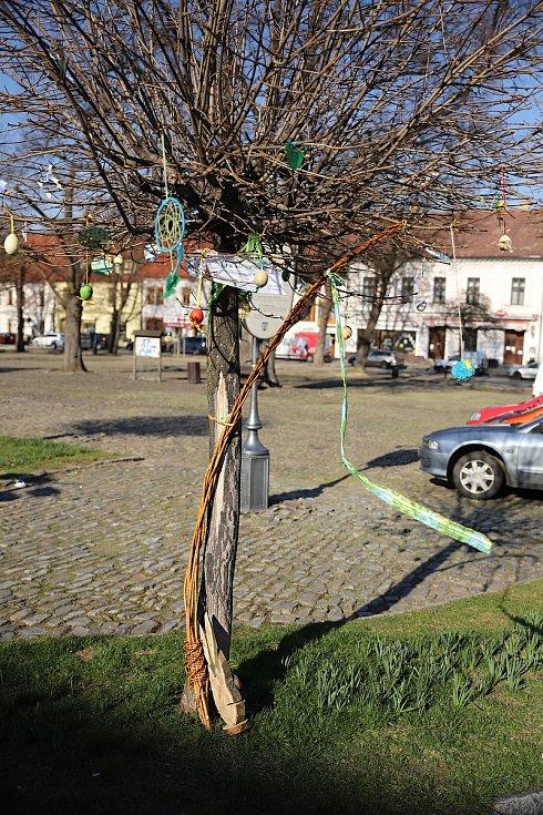 Velikonoční výzdoba v ulicích Českého Brodu.