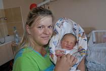 Do Smilovic u Uhlířských Janovic si prvorozenou Kristýnu Editu Dlaskovou, která se s váhou 3 960 gramů a výškou 51 centimetr narodila 14. srpna, odvezli rodiče Edita a Petr.