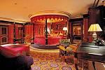 Royal Suite v hotelu Burj Al Arab, Dubaj, Spojené Arabské Emiráty, 18 000 USD ( 340 tis. Kč) za noc