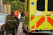 Ze zásahu policistů a záchranářů u sebevraždy muže střelnou zbraní v rodinném domě v ulici Ke Hřbitovu v Kolíně.
