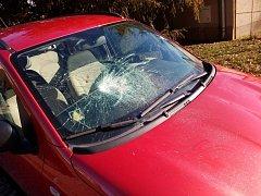 Jedno z aut, které poničila řidička kamionu Bohumila Šustrová.