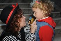 Zcela zaplněný byl v neděli odpoledne sál kolínského Městského společenského domu na dětské představení nazvané Františkovo čarování s Majdou.