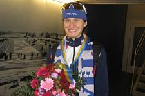 Martina Sáblíková se zlatou medailí po vyhlášení výsledků
