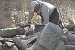 Z rekonstrukce tvrze v Hradeníně.