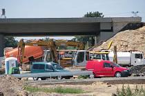 Práce na obchvatu pokračují, řidiči se musí vyrovnat s dočasnými změnami v dopravním režimu