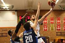 Z utkání Nymburk - BC Geosan Kolín (107:79).