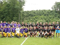 Hráči Červených Peček (v černém) obsadili v soutěži čtvrté místo.