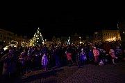 Zlatá neděle na Karlově náměstí v Kolíně.