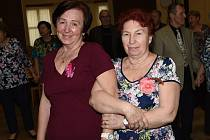 Z nedělní taneční zábavy pořádané Klubem přátel Františka Kmocha přímo vden oslavy Mezinárodního dne žen.