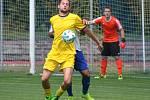 Fotbal, divize B, 30. kolo, Neratovice (ve žlutém) - Velvary 0:1