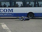 Dopravní nehoda motocyklisty a autobusu u Plaňan. 30. června 2009