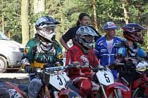 Motocrossový areál v Krupé u Kostelce se v sobotu odpoledne naplnil více než osmdesáti závodníky a motocykly všemožných kubatur. Jezdci se utkali v třetím závodě o pohár starosty Krupé, Jaroslava Boumy.