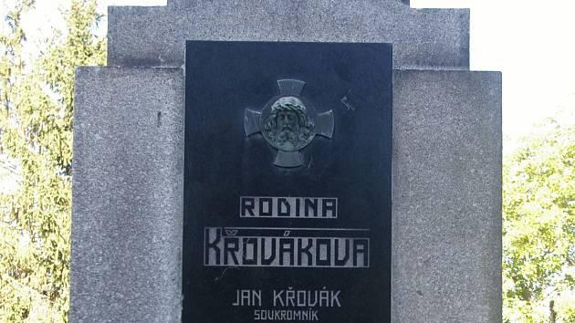 Hrob Josefa Křováka ve Škvorci.
