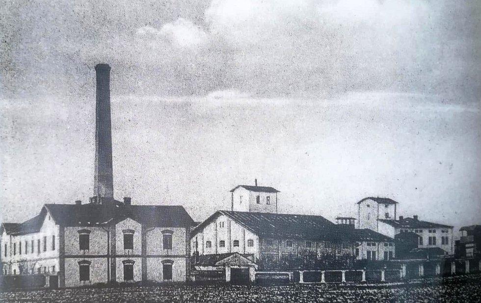 O průmyslový rozvoj se postaral také rolnicí cukrovar z roku 1863.