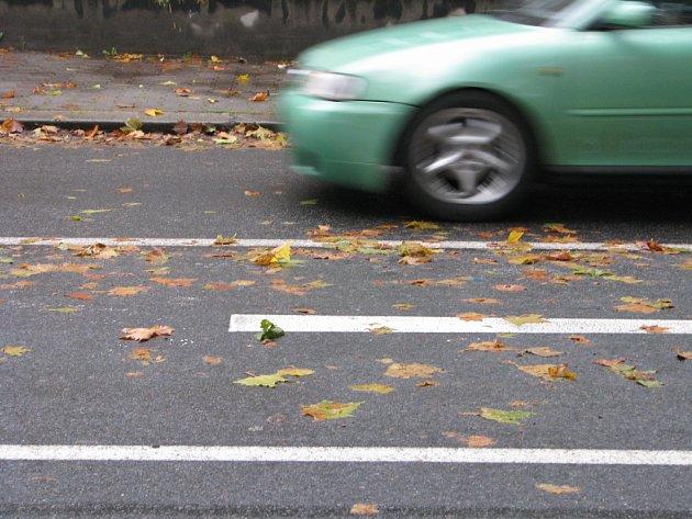 Hlavní silnice v ulici Žižkova ve čtvrtek dopoledne.