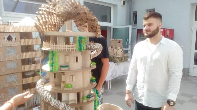 Ze slavnostního vyhlášení třetího ročníku soutěže Modelumpus v Kolíně.