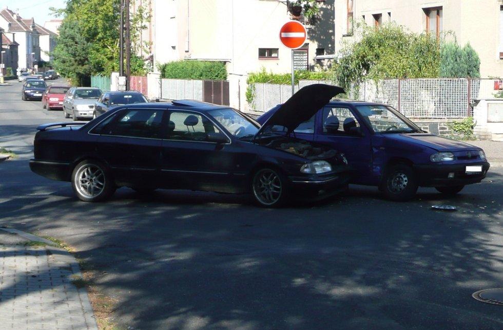 Dopravní nehoda na křižovatce ulic Míru a Mikoláše Alše v Kolíně