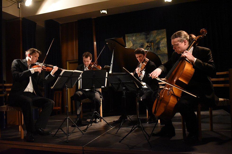 Třetím koncertem pokračoval  již třiapadesátý kolínský cyklus Kruhu přátel hudby.