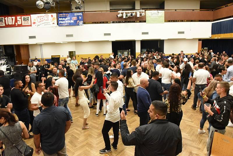 Z romské taneční zábavy organizované Martinem Gažikem.