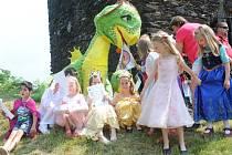 Pasování předškoláků na školáky, budoucí čtenáře knihovny a panoše Družiny kolínských draků