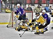 Hokejisté Kolína (v modrém) prohráli doma se Sokolovem 0:2.