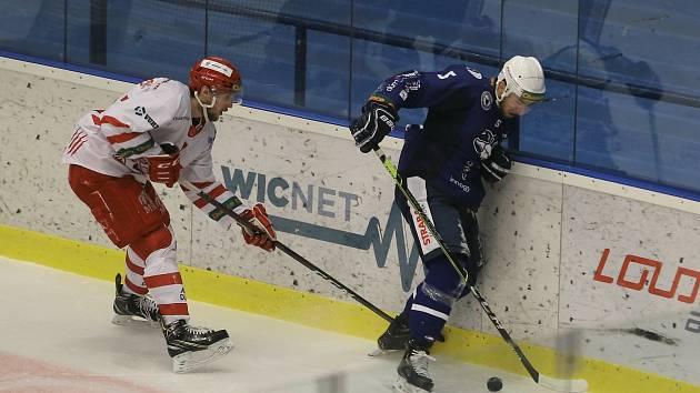Hokejové utkání mezi Kolínem (v modrém) a Frýdkem-Místkem.
