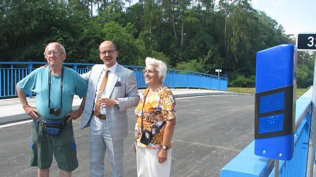Slavnostní otevírání nového mostu ve Vrbčanech
