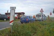Trať z Peček do Kouřimi. Na přejezdu nedaleko Peček se stala nehoda například před čtyřmi lety.