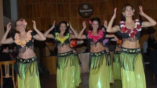 Nové vystoupení taneční skupiny AX dýchá exotikou.