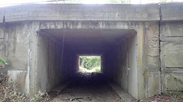 Rekonstrukce mostu přes Pekelský potok vyjde na téměř 12 milionů korun.