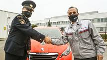 Ze slavnostní předání osobního vozidla pro hasiče od společnosti TPCA v Ovčárech.
