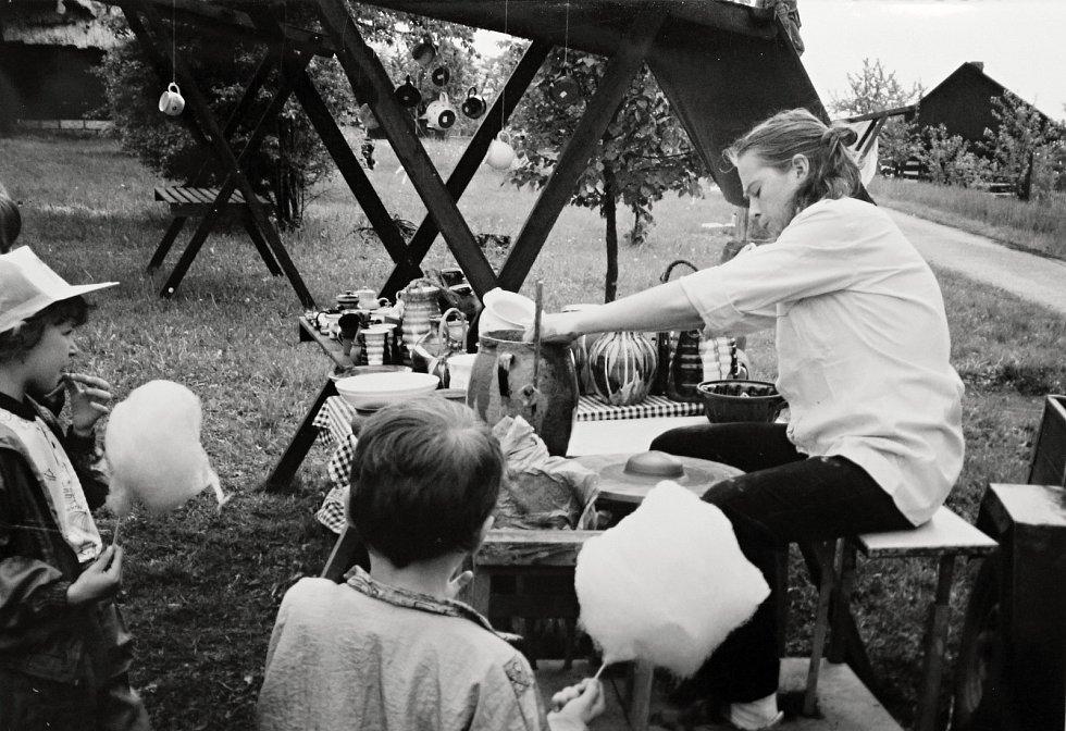 V rámci tradičních oslav byla na Letnicovém jarmarku 25. května roku 1996 v Kouřimi ukázána lidová řemesla, jako je například výroba keramických předmětů.