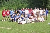 Poprvé se hokejoví fanoušci sešli v roce 2004. Společná fotka byla pro aktéry krásnou vzpomínkou.