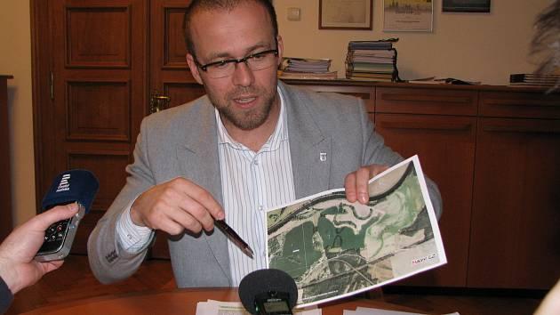 Starosta Kolína Michael Kašpar popisuje situaci na Sandberku