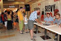 Pro autogram Divokýho Billa si přišli fanoušci napříč generacemi