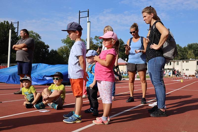 Malí sportovci si vyzkoušeli zrekonstruovaný areál Na Kutilce v Českém Brodě.