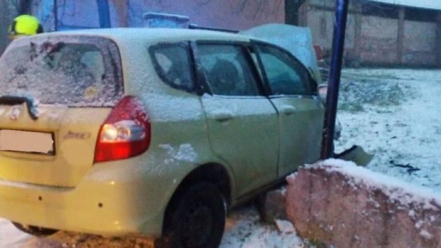 Nehoda na sněhu. Ilustrační foto.