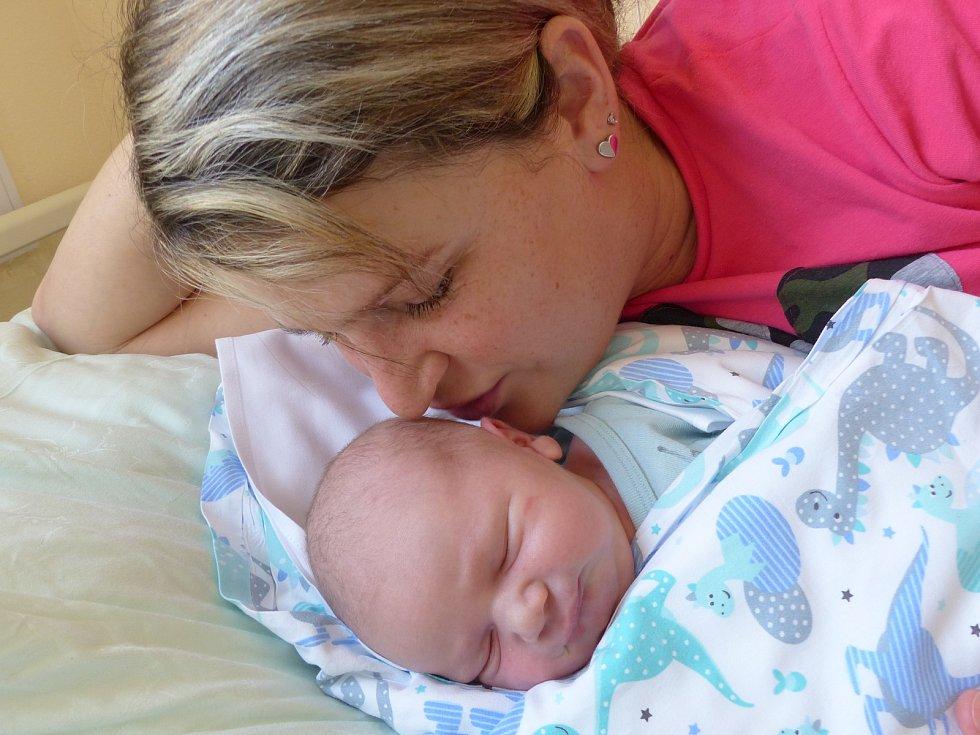 Jakub Češner se narodil 23. února 2021 v kolínské porodnici, vážil 4000 g a měřil 52 cm. V Českém Brodě ho přivítala sestřička Barborka (7) a rodiče Kristýna a Václav.