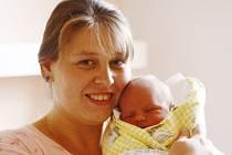 Tříletá Esterka se dočkala bratříčka. Šimon Holub se narodil 14. května 2012 s výškou 50 centimetrů a váhou 3700 gramů. Maminka Alena a tatínek Roman děti vychovávají v Týnci nad Labem.