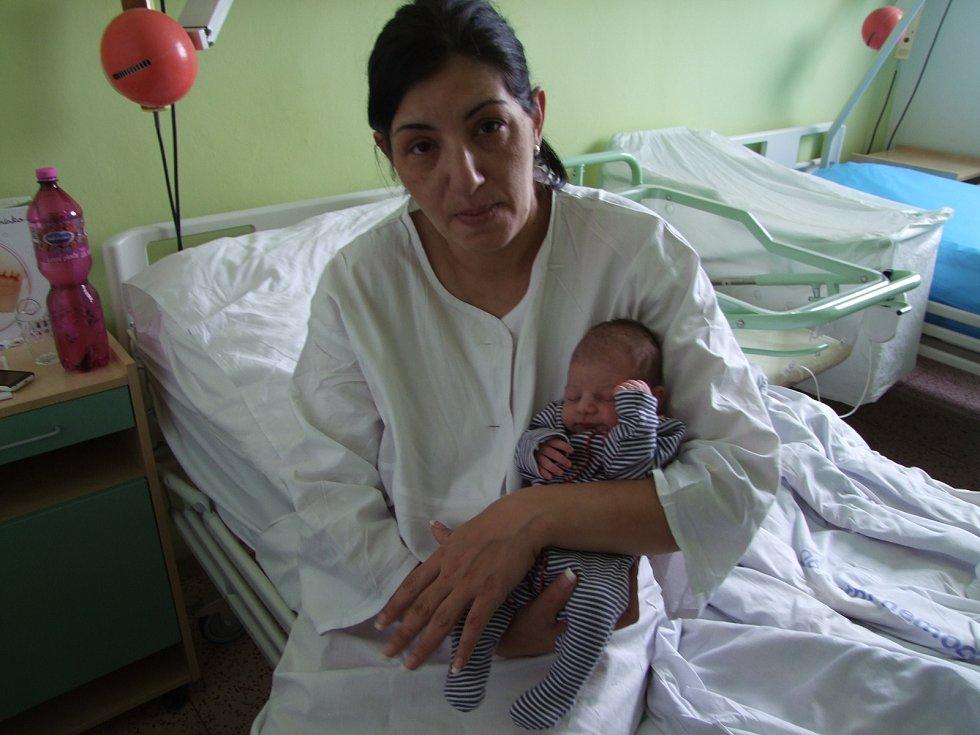 Ester Červeňáková se narodila 18. ledna 2018 mamince Monice. Její míry byly 2570 gramů a 47 cm. V Kolíně bude bydlet s tatínkem Lubomírem a se sestrami Kateřinou (17) a Veronikou (14).
