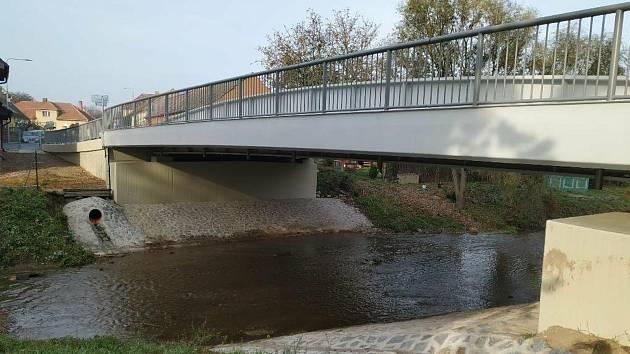 Most přes říčku Klejnárku ve Starém Kolíně.