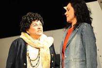 Herci v představení Koule hrají i mezi diváky.