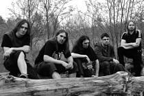 Současná podoba kapely Elysium: bubeník Václav Paštyka (zleva), basista David Adamec, zpěvák Jiří Veselý a kytaristé Ondřej Nesládek a Dušan Miňovský.