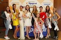 Finalisty kategorie dospělých a vítězka Mini Miss Erika Fenclová (č. 10).