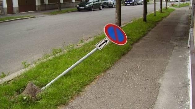 Vandalové se většinou zaměřují na dopravní značky.