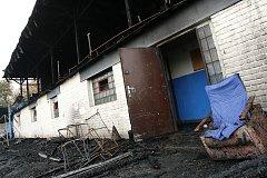 Následky požáru tribuny na hřišti AFK Kolín