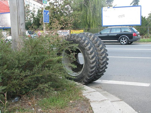 Dopravní nehoda u kruhového objezdu v Havlíčkově ulici Kolíně, 31.8.2011